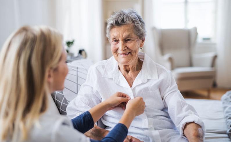 Senior en maison de retraite